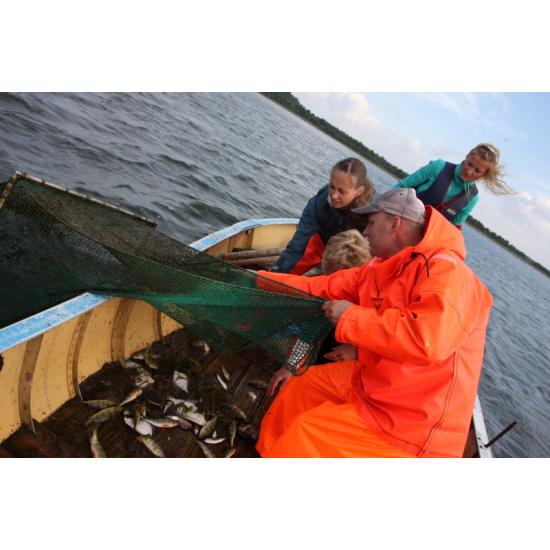Добра европейска практика: Местна инициативна рибарска група в Западна Естония подпомага местен рибар да преустрои своя рибен магазин в пункт за преработка на прясна риба на място, чрез който да се създадат нови работни места